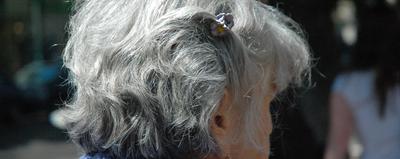 Jak walczyć z siwymi włosami?